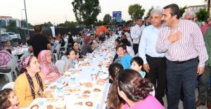 Çukurova Belediye Başkanı Çetin, Yüreğir Halkıyla İftar Açtı