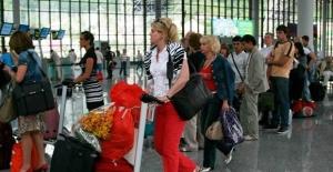 Türkiye'deki Rus Turistler Ülkelerine Gönderiliyor