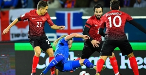Milliler İzlanda'ya Boyun Eğdi