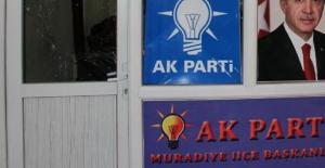 AK Parti Muradiye ilçe Başkanlığı Binasına Bombalı Saldırı