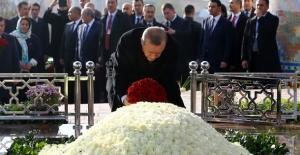 Cumhurbaşkanı Erdoğan, Özbekistan'ın Birinci Cumhurbaşkanı Kerimov'un Kabrini Ziyaret Etti
