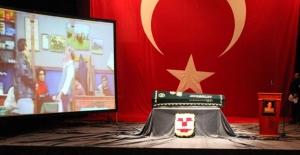 Ayberk Atilla Son Yolculuğuna Üsküdar Kerem Yılmazer Sahnesi'nden Uğurlandı