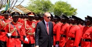 Cumhurbaşkanı Erdoğan Tanzanya Devlet Başkanlığı Sarayını Ziyaret Etti