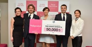 AVON'dan Türk Kanser Derneği'ne 50 bin TL'lik Bağış