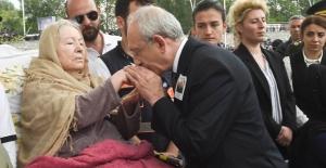 Kılıçdaroğlu Şehit Küçükdemirkol'un Cenaze Törenine Katıldı