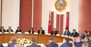 Bakan Eroğlu Belarus Dışişleri Bakanıyla Görüştü
