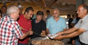 Başkan Çetin Hacı Bektaş Veli Anma Etkinliklerinde Lokma Dağıttı