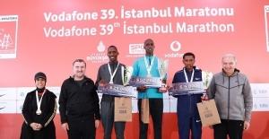 Vodafone 39'uncu İstanbul Maratonu'nda Kıtalar Çocuklar İçin Birleşti