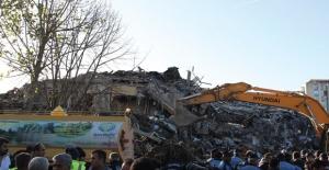 Bakırköy'de Yıkım Sırasında Bir İşçi Hayatını Kaybetti