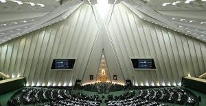 Gösterilerle Çalkalanan İran, ABD Ve Arabistan'a Çattı