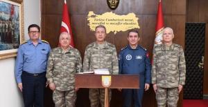 Orgeneral Akar Ege Ordu Komutanlığı'nda İnceleme Ve Denetlemelerde Bulundu