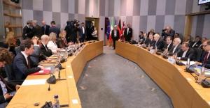 AB, İran'dan Petrol Alımlarında Dolar Yerine Euro Kullanacak