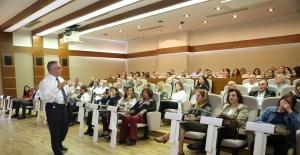 Bakırköy'de 'Bağımlı Olma, Özgür Ol' Semineri Verildi