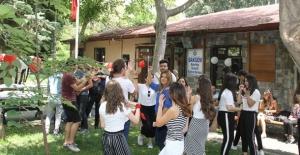 Bakırköy'de Öğrenciler Sınav Stresini Attı