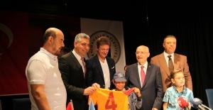 Popescu 17 Yıl Sonra Sarı Kırmızılı Formayla