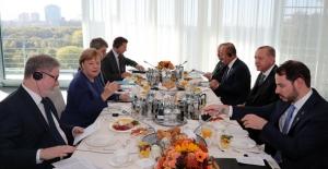 Cumhurbaşkanı Erdoğan, Merkel İle Çalışma Kahvaltısında Bir Araya Geldi