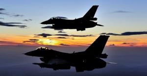 TSK: Irak'ın Kuzeyinde Ve Hakkari'de Terör Hedefleri Vuruldu