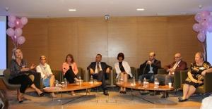 """Meme Kanseri Farkındalık Ayında Berna Laçin'den Kadınlara: """"Hayatta Geri Kalmayın!"""""""