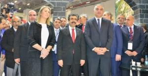 Bakan Ersoy, Travel Turkey İzmir Fuarında Diyarbakır Standını Ziyaret Etti