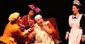 "İBB Şehir Tiyatroları ""Komik-İ Şehir Naşit Bey"" Oyunuyla Kütahya'da"