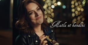 """Eti Browni Intense'in Reklam Filminin Yeni Yüzü """"Ezgi Mola"""" Oldu"""