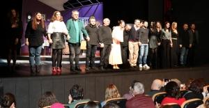 """İBB Şehir Tiyatroları'nın Yeni Oyunu """"Söz Veriyorum"""" Seyirciyle Buluştu"""