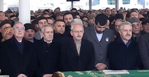 Kılıçdaroğlu, Başdanışmanlarından Deniz Demir'in Babasının Cenaze Törenine Katıldı
