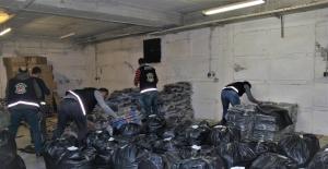 İzmir'de 24 Bin 262 Adet Kaçak Çanta Ve Cüzdan Ele Geçirildi