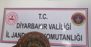 Diyarbakır'ın Ergani İlçesinde Altın Yazmalı Dini Motifli Kitap Ele Geçirildi