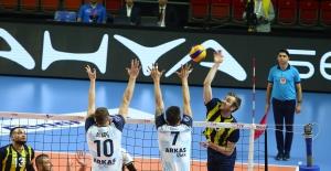 Fenerbahçe, Final Serisinde 2-0 Öne Geçti
