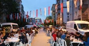 İçerenköy'de 2 Bin Kişi Toplu İftarda Buluştu