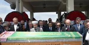Kılıçdaroğlu, Yekta Güngör Özden'in Eşinin Cenaze Törenine Katıldı