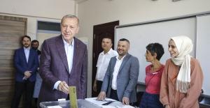 Cumhurbaşkanı Erdoğan, Üsküdar Saffet Çebi Ortaokulu'nda Oyunu Kullandı