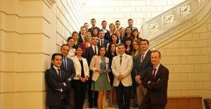 """Finans Dünyasında En İyilerin Ödüllendirildiği Gecede Ziraat Bankası'na """"En İyi Uluslararası Proje"""" Ödülü"""