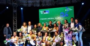 İmamoğlu, Seçim Stresini Caz Konserinde Çocuklarla Dans Ederek Attı