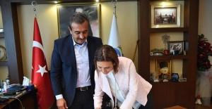 """Başkan Çetin, """"Kadın Dostu Kent Taahhütnamesi""""ni İmzaladı"""