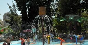 Çukurova'da Çocukların Suyla Dansı