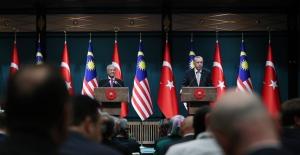 """Malezya Başbakanı Mohamad'a """"Cumhuriyet Nişanı"""" Tevcih Edildi"""