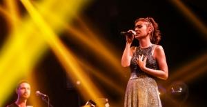 Yıldız Tilbe, Concorde Luxury Resort'ta Unutulmaz Şarkılarını Seslendirdi