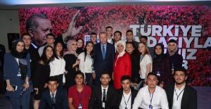 Cumhurbaşkanı Erdoğan, 18. Kuruluş Yıl Dönümünde 18 Gençle Bir Araya Geldi