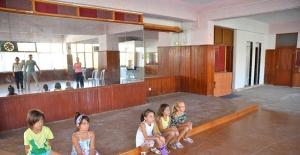 Tiyatro Eğitimi Kuşadalı Çocukların Ayağına Gidiyor