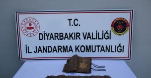 Diyarbakır'da Tarihi Kitap Ele Geçirildi