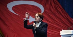Akşener, Cumhuriyet'in 96. Yılında Gençlerle Buluştu