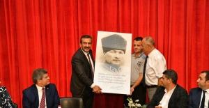 Başkan Çetin'e Anlamlı Hediye