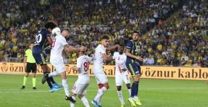 Fenerbahçe Evinde Antalyaspor'a Boyun Eğdi