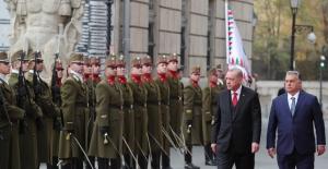Cumhurbaşkanı Erdoğan, Macaristan'da Resmî Törenle Karşılandı