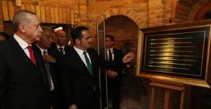 """Cumhurbaşkanı Erdoğan, """"Minyatürlerle Osmanlı Devri Türk Okçuluğu"""" Sergisini Gezdi"""