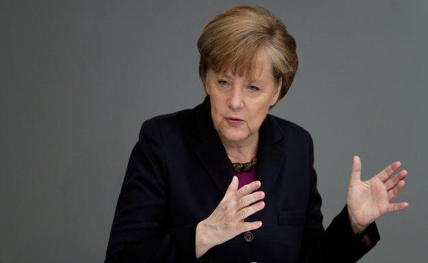 Merkel Balkan Kapılarının Kapatılmasını Eleştirdi