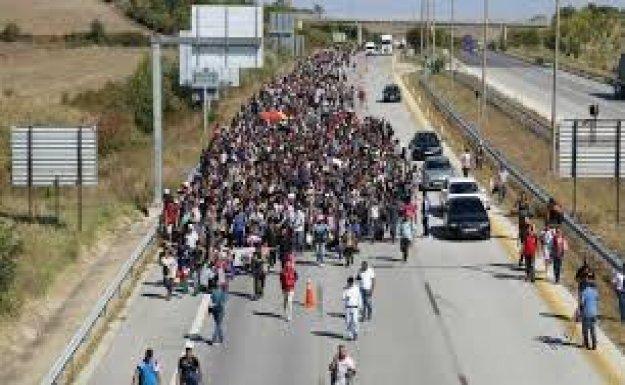 30 Bin Suriyeli Türkiye Sınırında