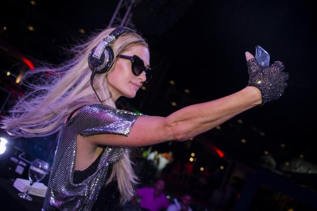 Paris Hilton Ada'yı salladı
